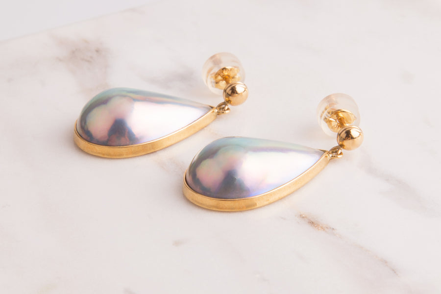 18 Karat Gold Teardrop Mabe Earring
