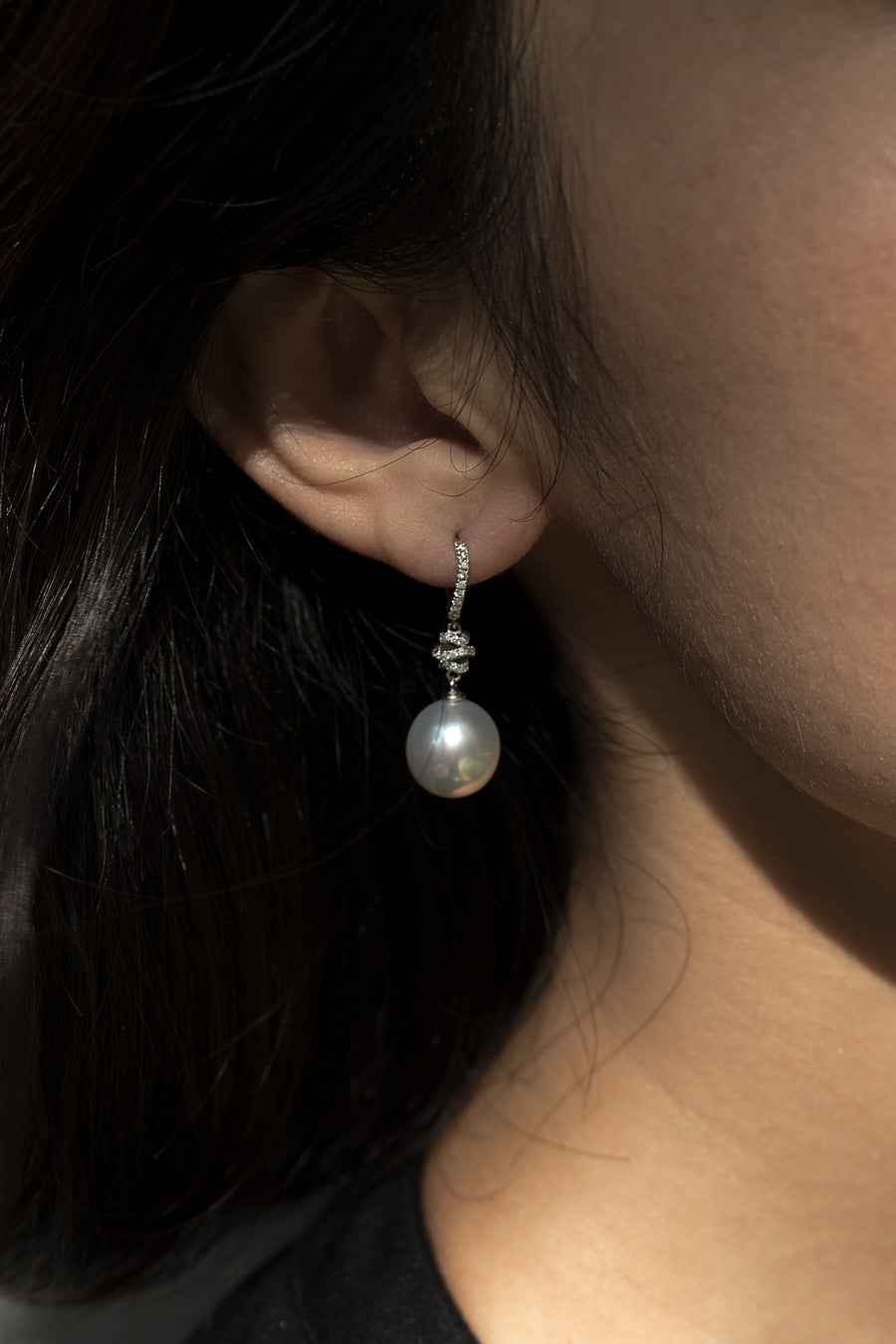 18 Karat Gold Diamond and White South Sea Pearl Earring