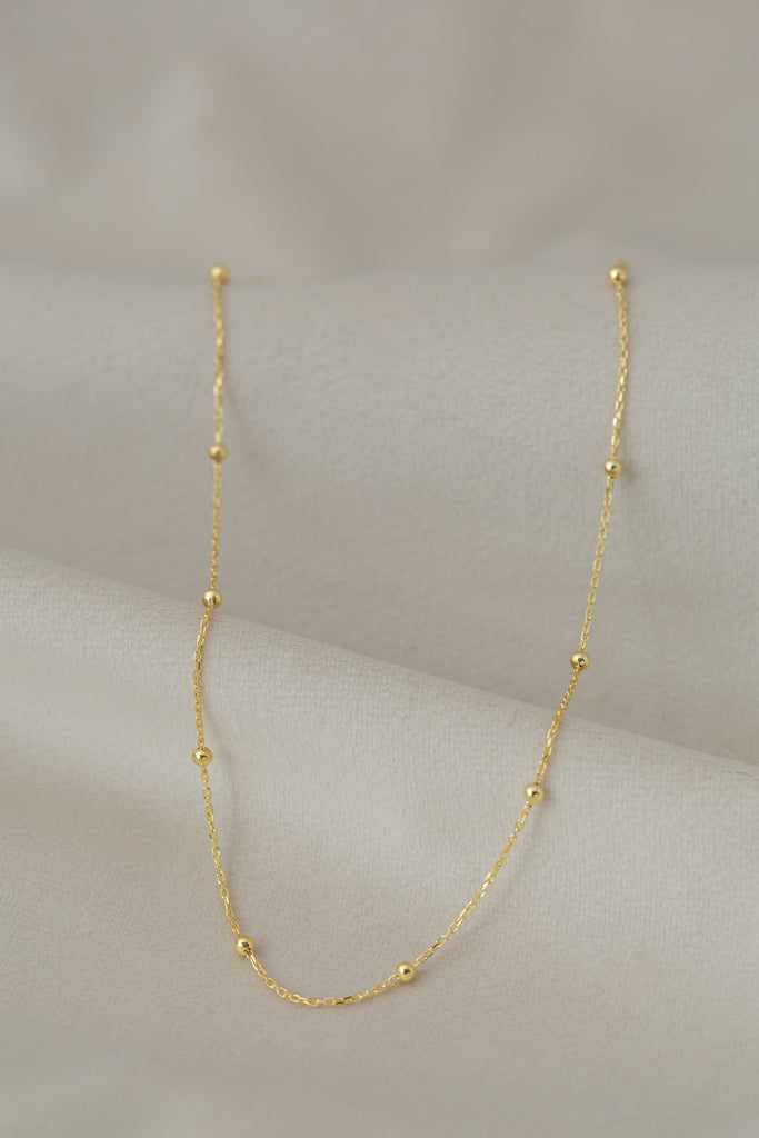 Lulu Necklace Gold on silk