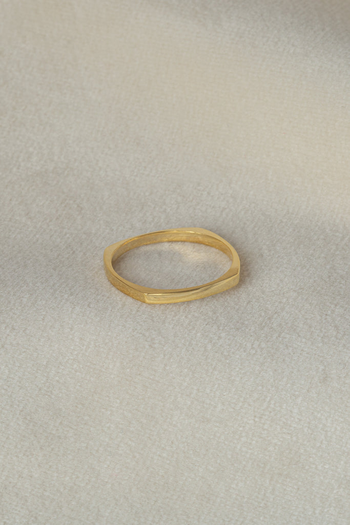 Sia Ring Gold on silk