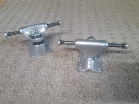 "Tracker Trucks  5.5"" axle 2.625"" hanger  Classic Haftracks with DART BASE SET"
