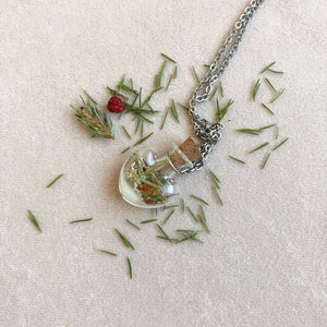 Winter | Heart necklace with pine needles