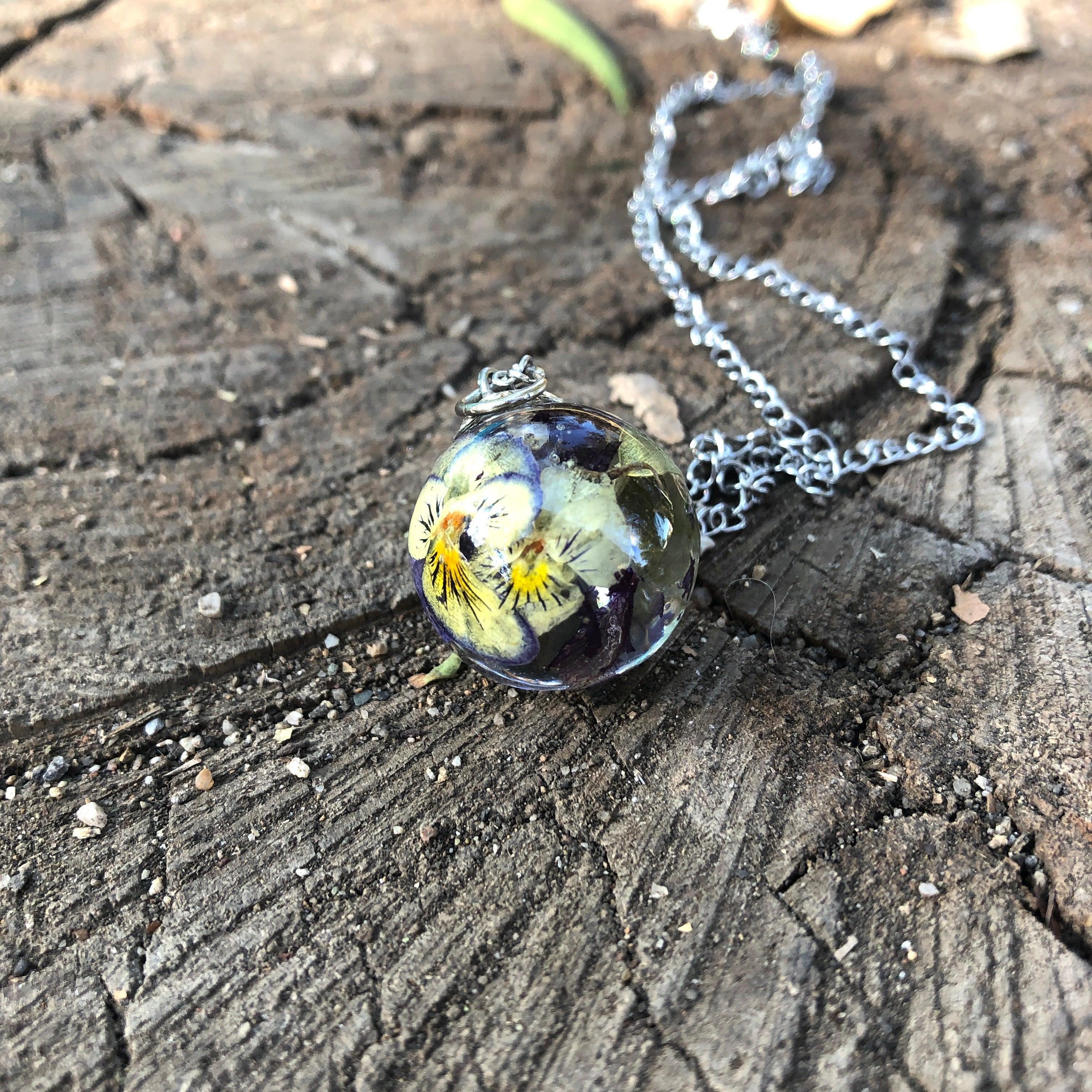 Pansy sphere necklace
