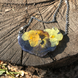 Three pansies necklace