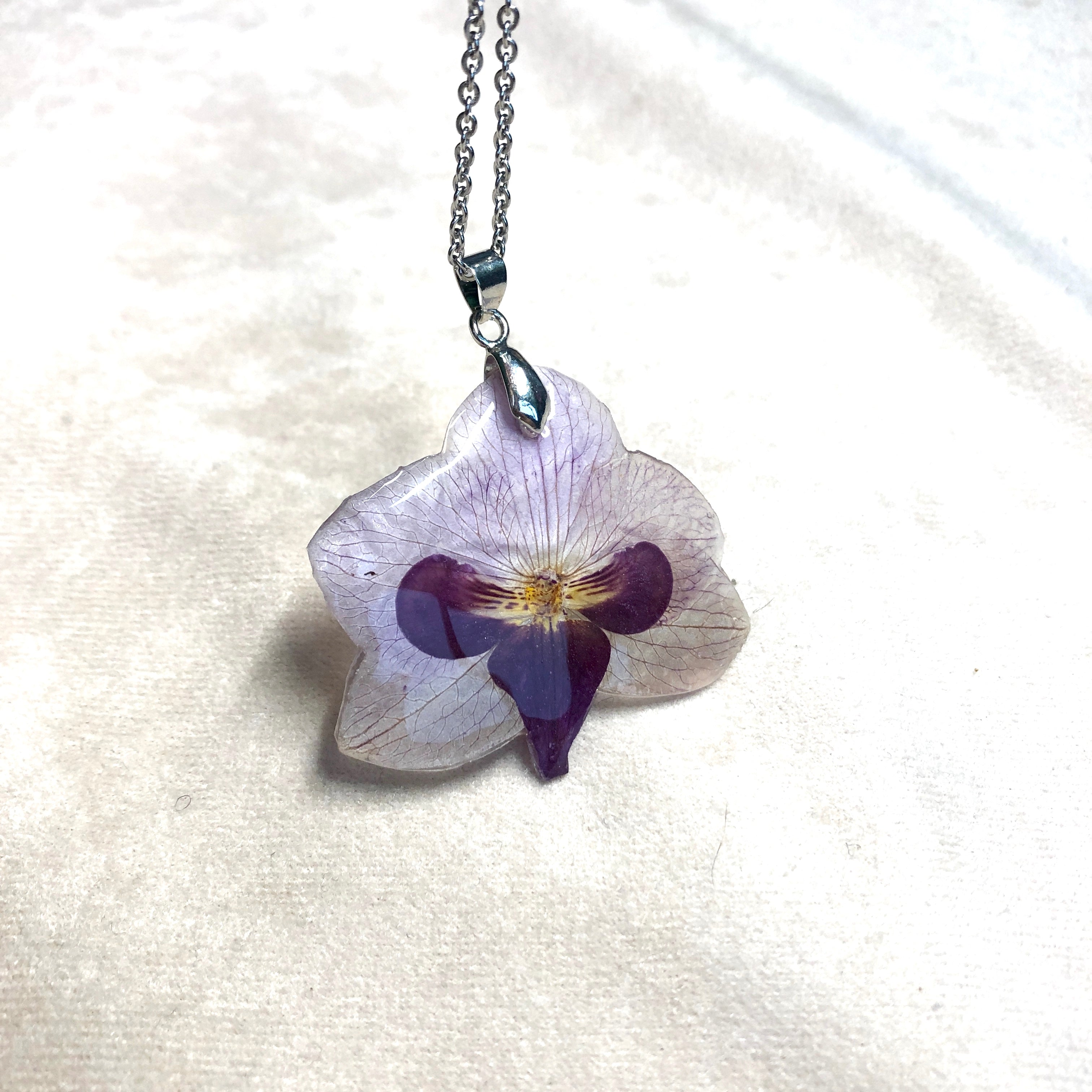 Gentle orchid necklace