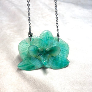 Green 3D orchid necklace
