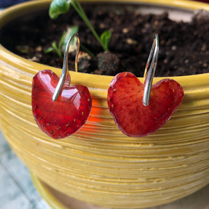 Drop earrings from strawberries