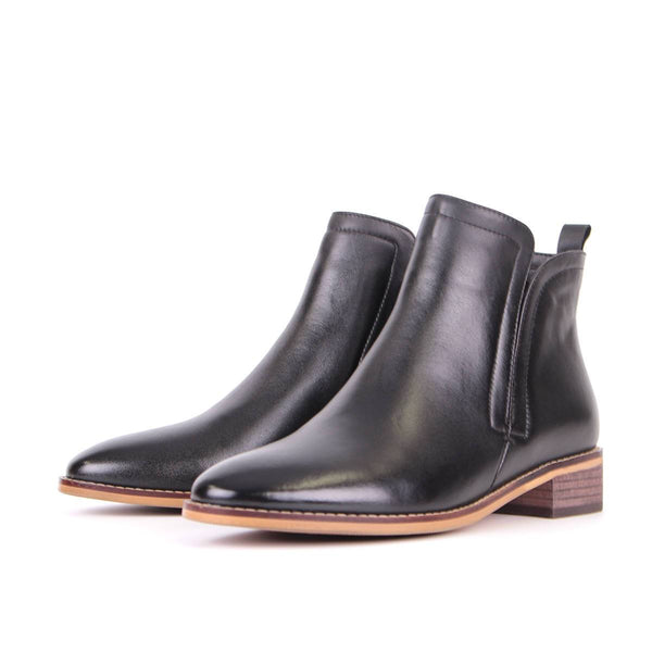 Modemoven Simplicity-Designed Leather Ankle Boots (Black)