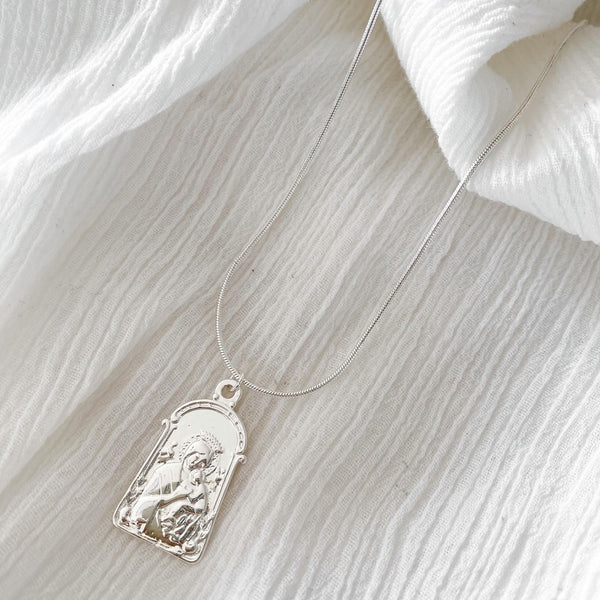 Leo Pendant Necklace - silver