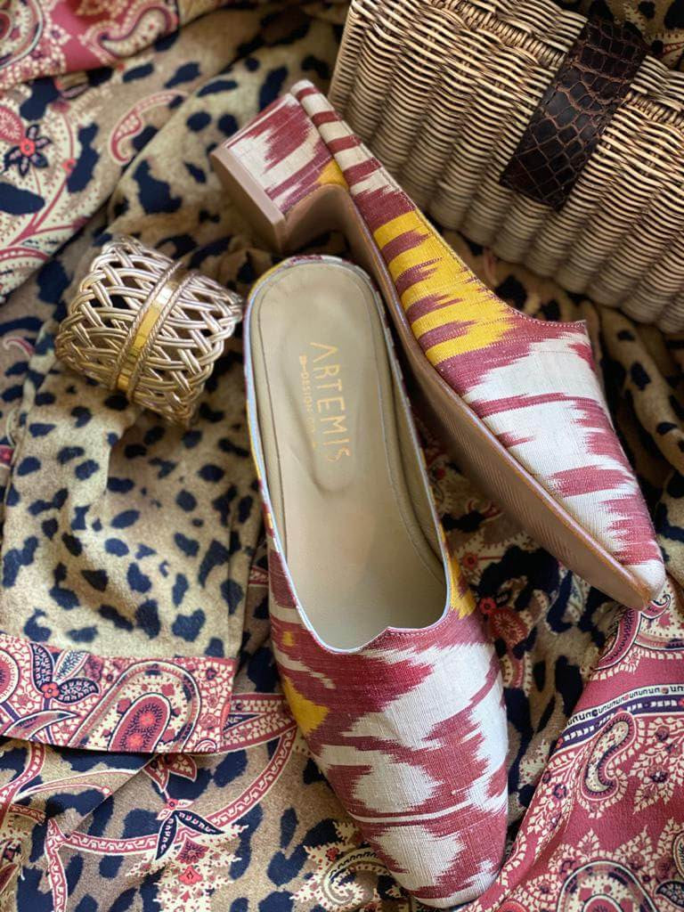 silk-ikat-mules-layered-over-leopard-and-paisley-with-raffia-napkin-ring