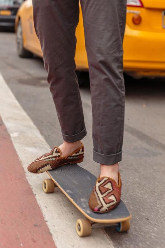 Load image into Gallery viewer, neutral-mens-kilim-loafers-on-skateboard
