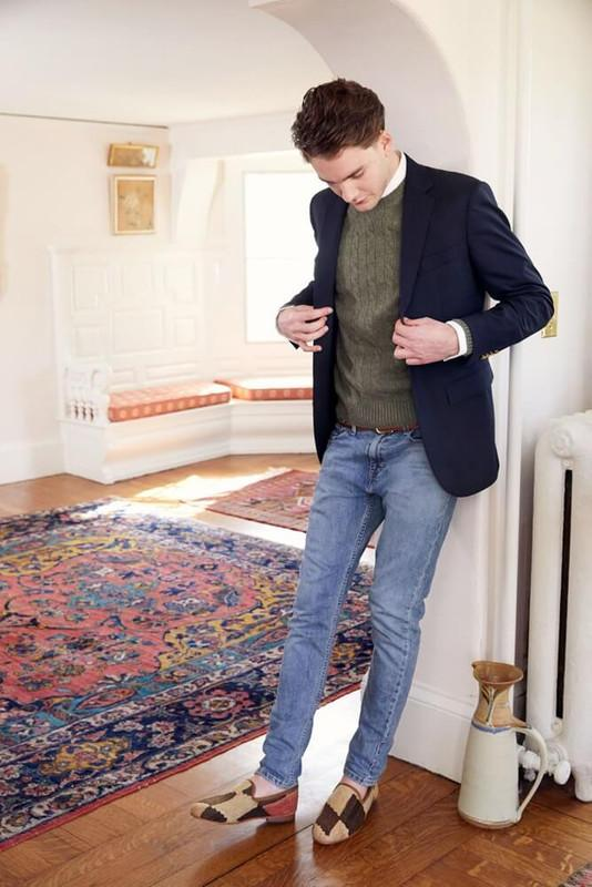 Load image into Gallery viewer, man-wearing-kilim-loafers-standing