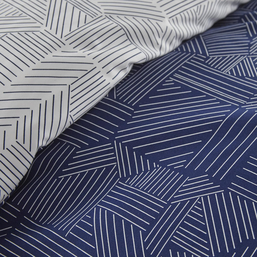 Labyrinth Fantasy_Duvet cover_ Blue white