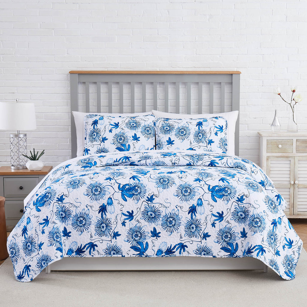 blue botanical quilt set