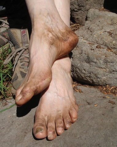 airing your feet while hiking to prevent blisters