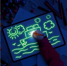 LED Luminous Drawing Board - Graffiti Doodle Drawing Tablet - Magic Draw With Light-Fun Fluorescent Pen - Educational Toy
