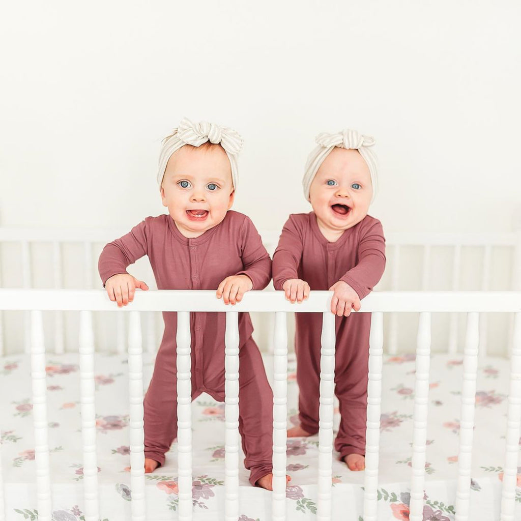 Do newborn twins know each other?