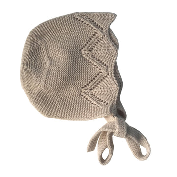 Baby bonnet in beige