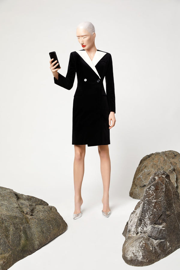 BLACK VELVET DRESS WITH CONTRAST COLLAR - LANDSCAPE