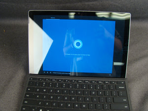 Microsoft Surface Pro 4 - Intel Core i5-6300U 2.4GHz / 8GB RAM / 256GB SSD