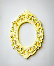 Load image into Gallery viewer, Vintage Decorative Wall Frames - Oval - the-little-details-home-accents
