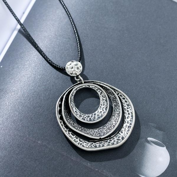 Geometric Metal Loops Pendant Necklace