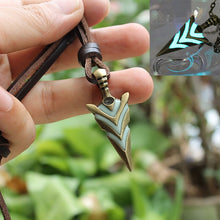 Load image into Gallery viewer, Glow In The Dark Arrowhead Necklace