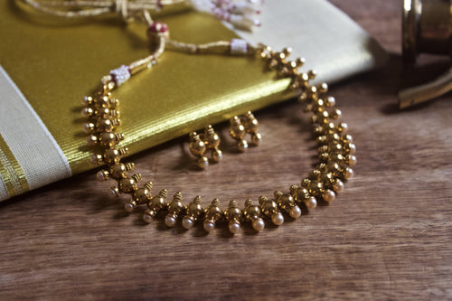 Antique Gold Simple Kumbam Necklace