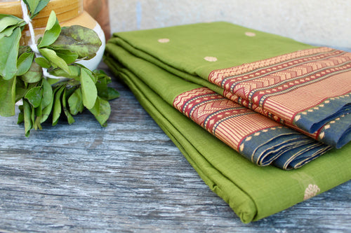 Pure Handwoven Latikavastram - Leaf Green