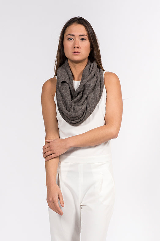 Multifunctional alpaca grey wool top which can also be worn as a scarf.