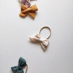 Hair bow, vanilla