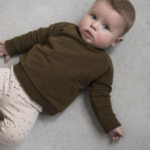 Little baby wearing Phil&Phae organic cotton rib leggings