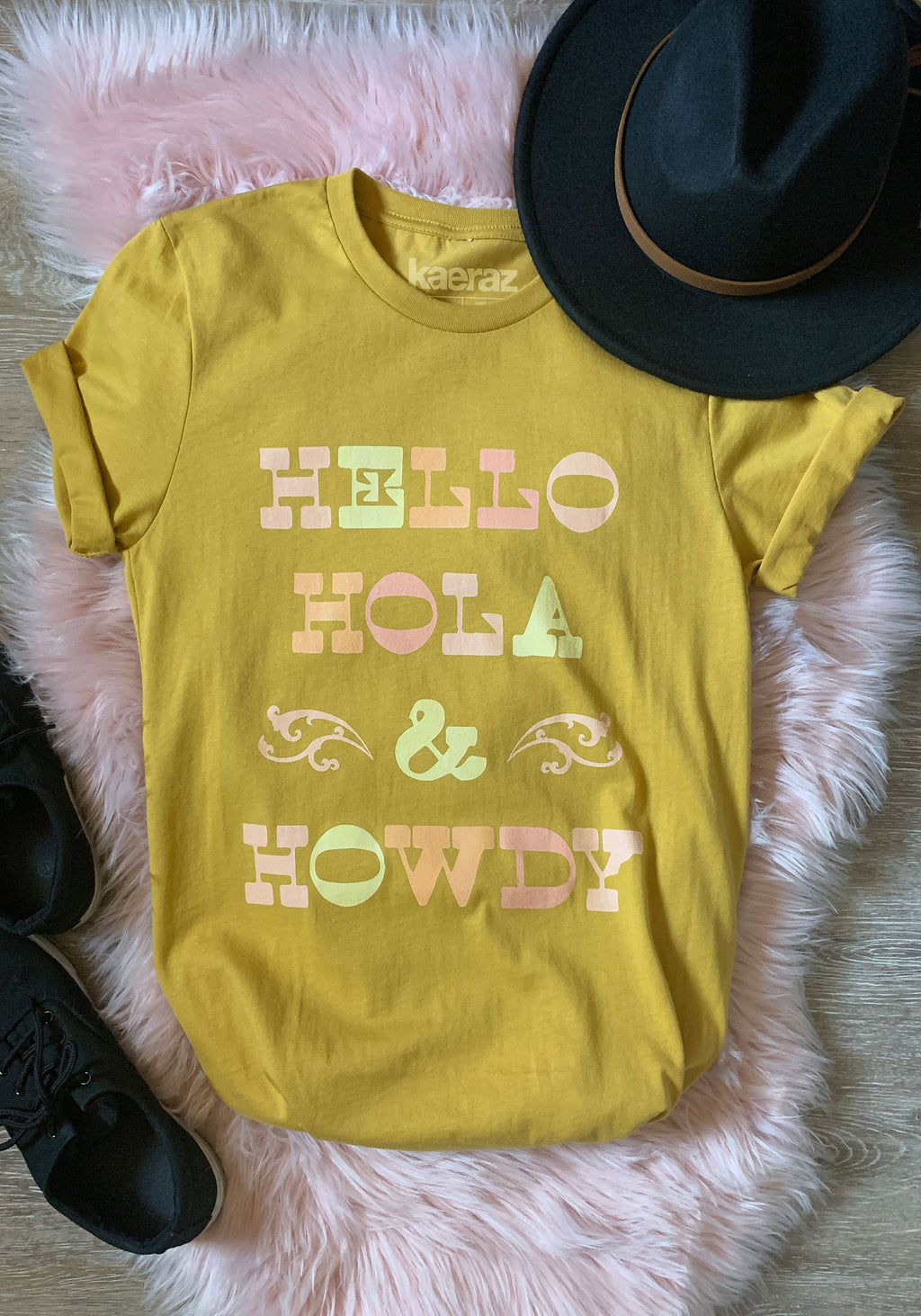 Cowgirl Greetings Tee / womens graphic tees / vintage style 70s southwest t shirt / hola howdy hello / west gifts souvenir t-shirt