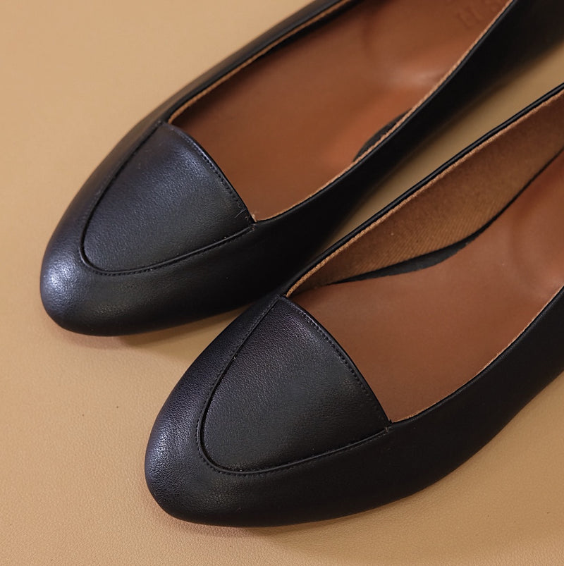 Pointy Loafer in Black