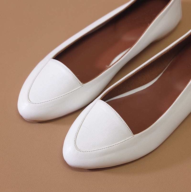 Pointy Loafer in White