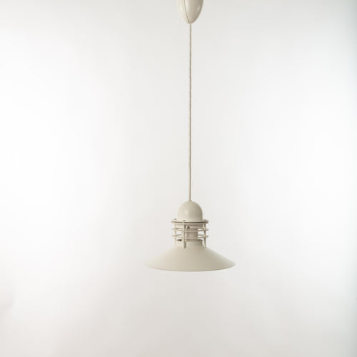 Taklampa Nyhavn av Alfred Homann & Ole V. Kjaer för Louis Poulsen. Höjd utan sladd: 22cm och diam. 31cm. Nyhavn ceiling lamp by Alfred Homann & Ole V. Kjaer for Louis Poulsen. Height without cord: 22cm/8,7