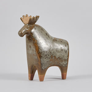 "Lisa Larson älg för Gustavsberg i serien Stora Zoo, 1950-tal. 26,5cm hög. Lisa Larson moose for Gustavsberg in the series ""Stora Zoo"", 1950's. H: 26,5cm/10,4″"