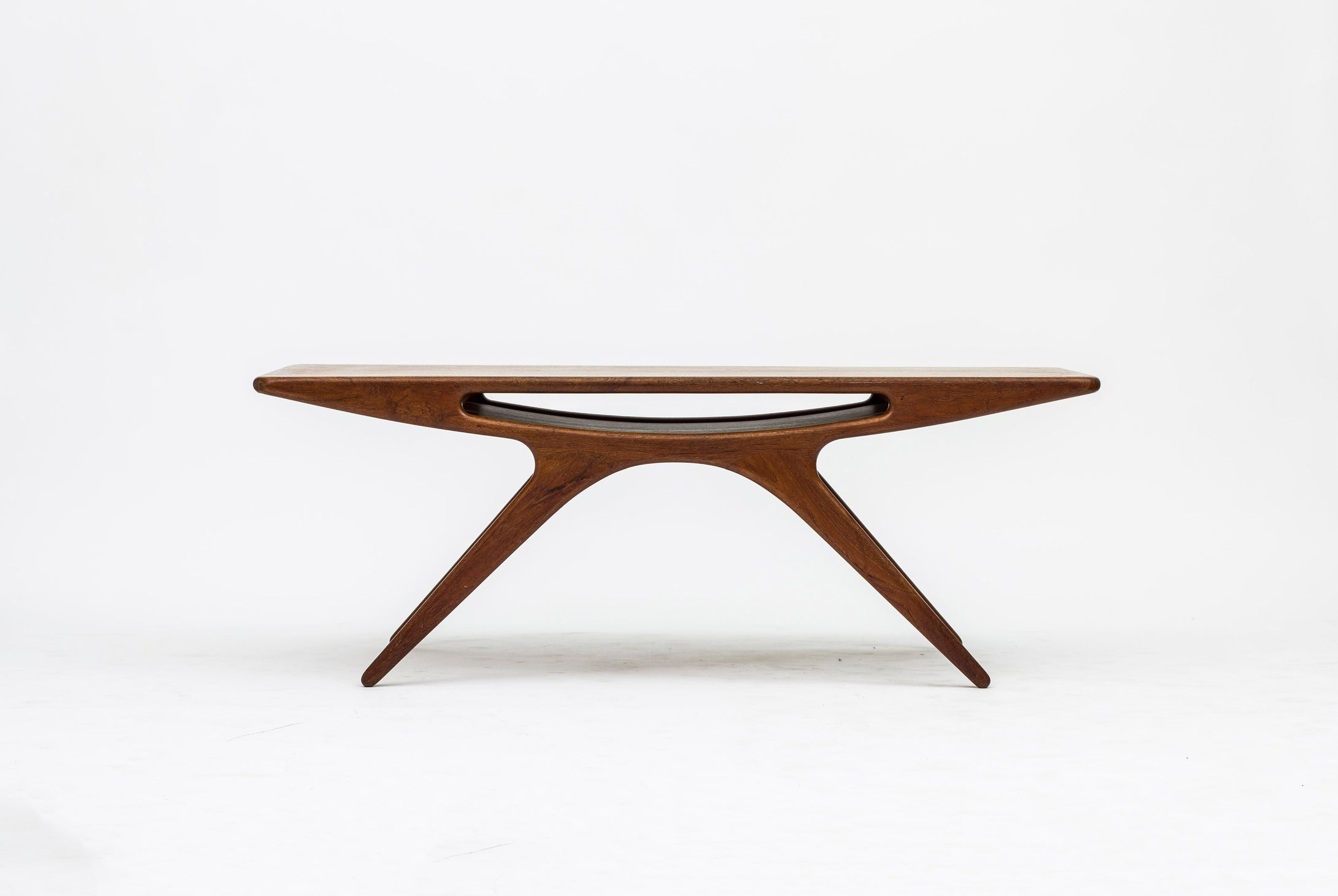 Johannes Andersen Smiling table CFC Silkeborg