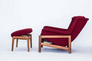 "Fåtölj och fotpall Profil av Folke Ohlsson för DUX. Nyklädd! Ställbar lutning på fåtölj och fotpall. H: 90cm, B: 87cm, D: 97cm. Lounge chair and foot stool by Folke Ohlsson for DUX. New fabric! Adjustable angle on chair and stool. H: 90cm/35,4"", W: 87cm/34,3"", D: 97cm/38,2""."