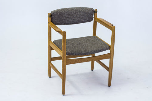 Karmstol av Börge Mogensen för Karl Andersson & Söner, 1960-tal. Ek och med detaljer i mässing. H: 75cm, B: 61,5cm, D: 53cm. Armchair by Börge Mogensen for Karl Andersson & Söner, 1960's. Oak and brass details. H: 75cm/29,5