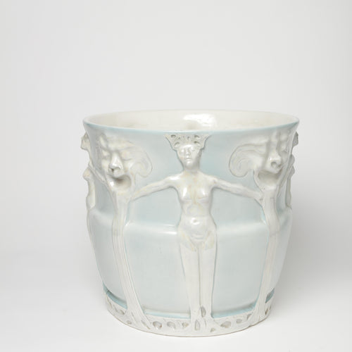 Ytterfoder i jugend av Alf Wallander för Rörstrand, ca 1900. 29cm högt och diam. 32cm. Märkt Rörstrand. An Art Nouveau flower pot by Rörstrand. H: 29cm/11,4″ Diam. 32cm/12,6″. Marked Rörstrand.