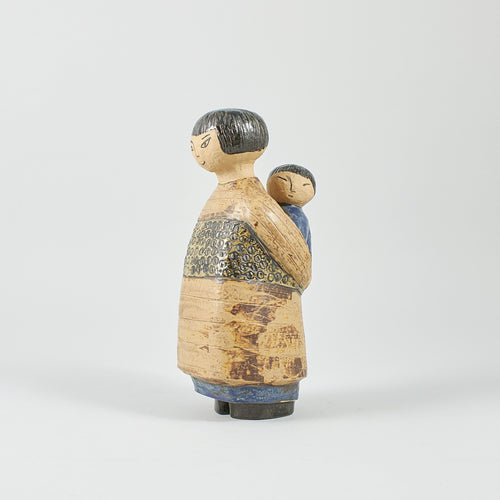 "Figurin ""Japanska"" av Lisa Larson för Gustavsberg, 1950-tal. Märkt LISA L GUSTAVSBERG. 28,5cm hög. Figurine ""Japanese Woman"" by Lisa Larson for Gustavsberg, 1950-tal. Marked LISA L GUSTAVSBERG. H: 28,5cm/11,2″"
