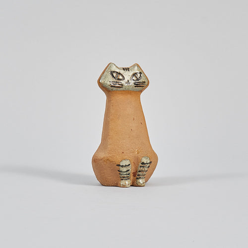 Katt i stengods av Lisa Larson för Gustavsberg i serien Lilla Zoo, 1950-tal. 12,5cm hög. Stoneware cat by Lisa Larson for Gustavsberg in the series