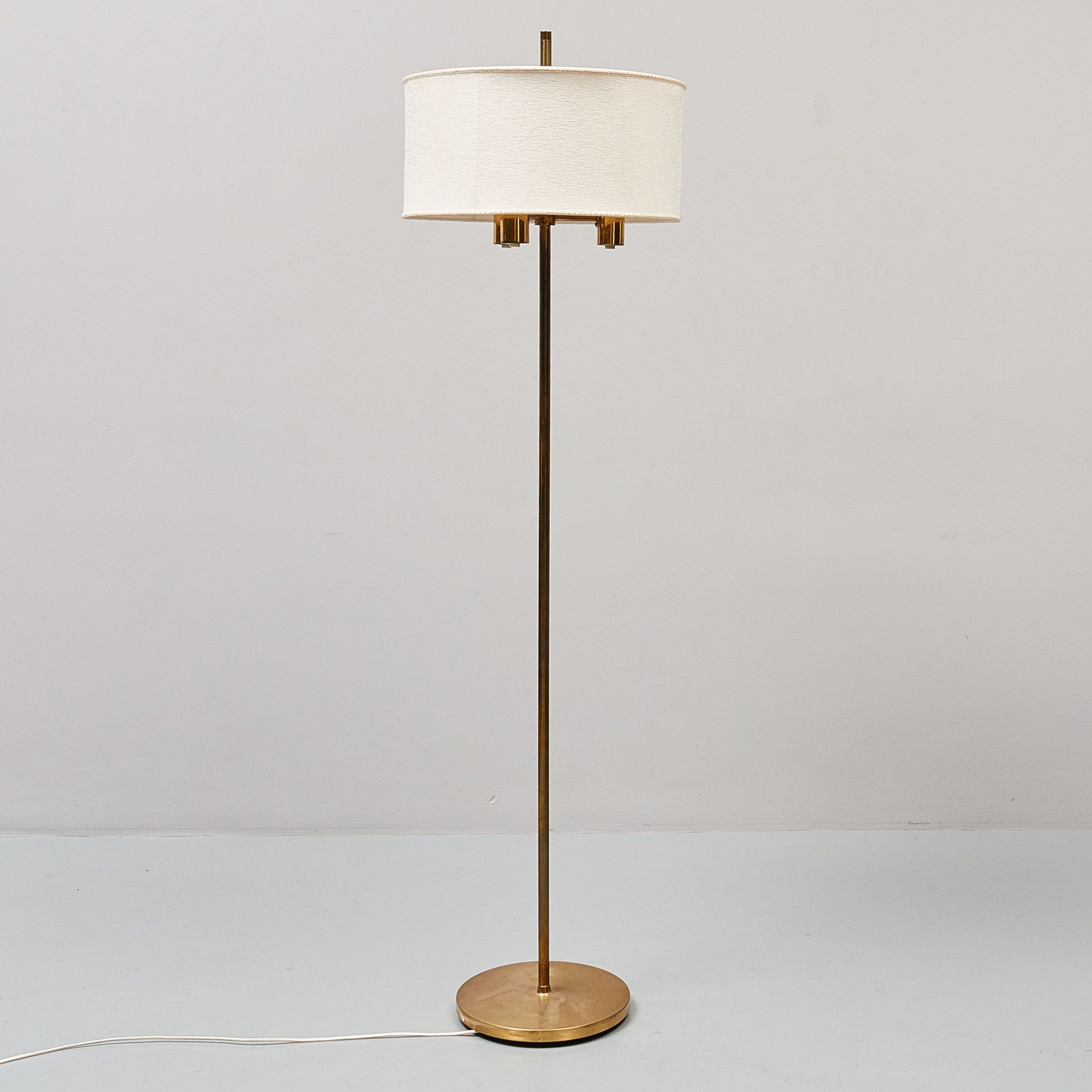 Golvlampa i mässing märkt FAB, 1960-tal. 165cm hög Brass floor lamp marked FAB, 1960's. H: 165cm/65