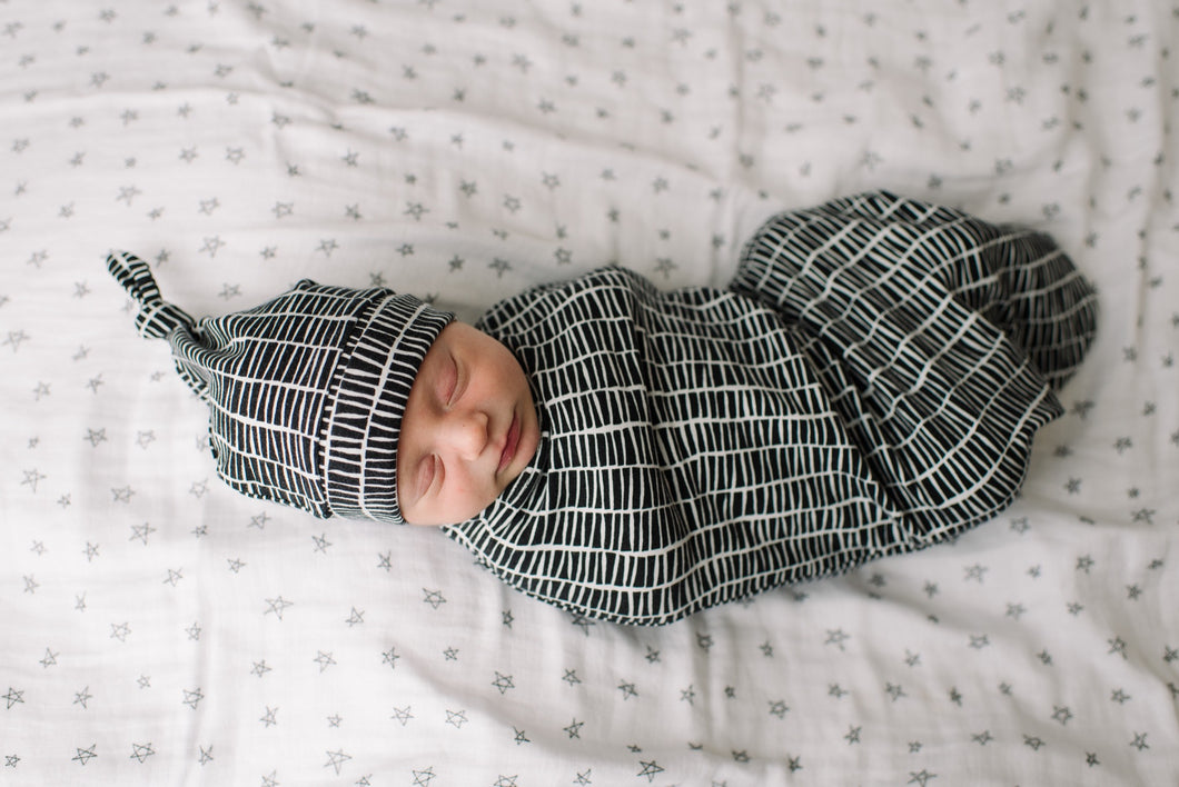Swaddle Pod in Black & White