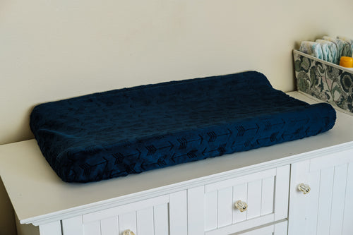 Contoured Changing Pad Cover in Navy Arrows