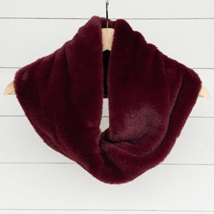 Chickadee Luxe Cuddle Infinity Scarf in Merlot Seal