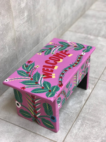 "Pink stool in car rapide art ""Welcome"""