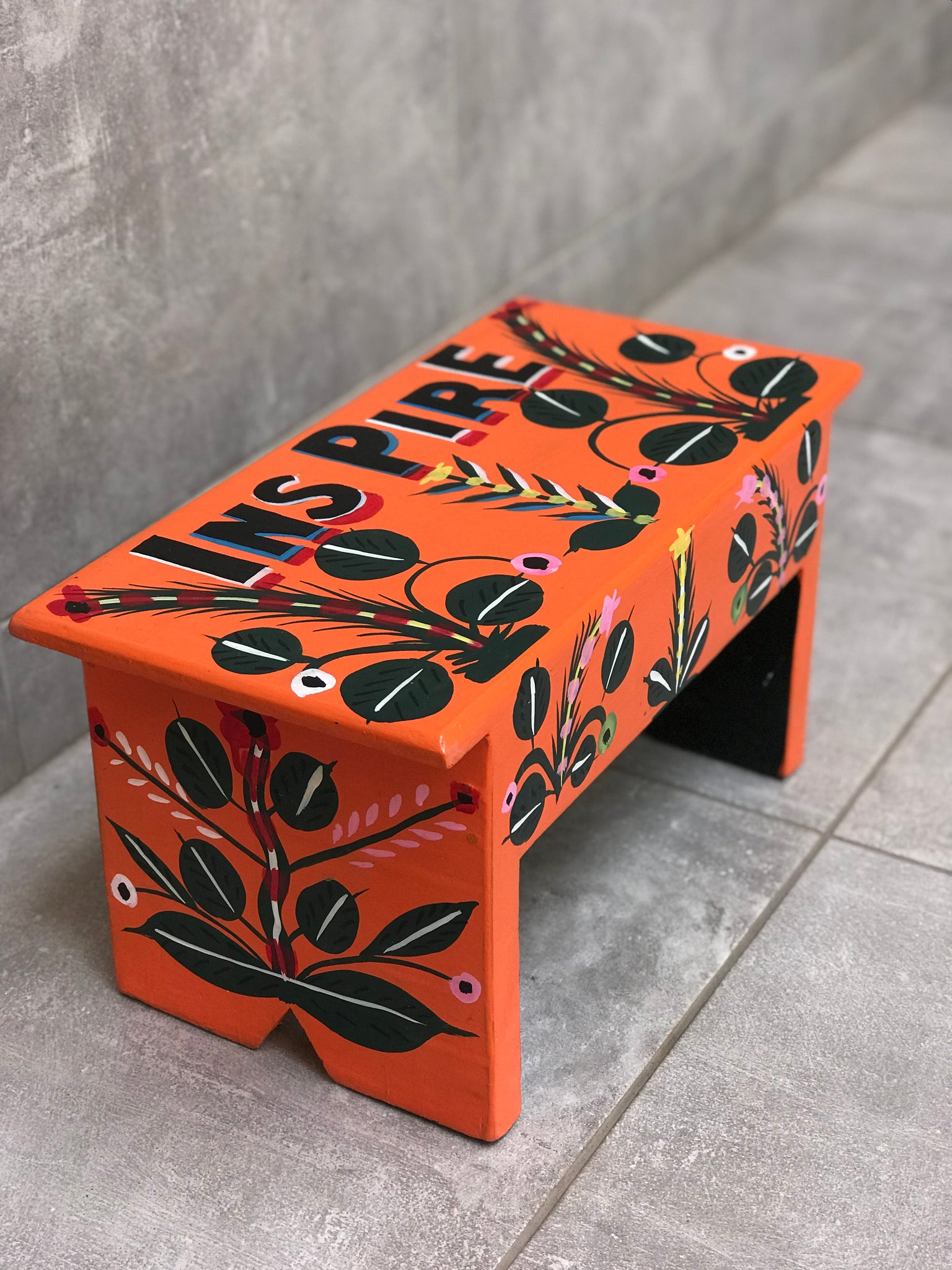 "Orange stool in car rapide art ""Inspire"""