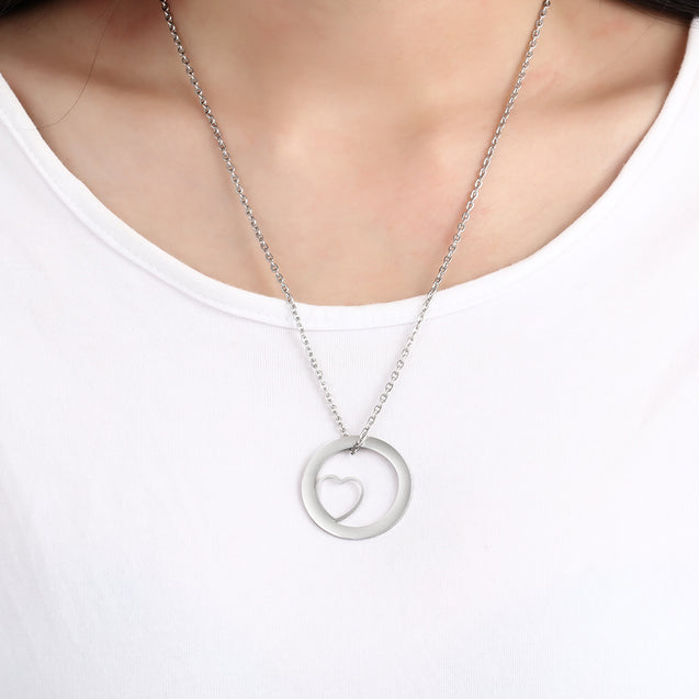 Circle Pendant Neckalce Engraved Family 4 Names with Heart Inside Mother Necklace Personalized Gift For Mom